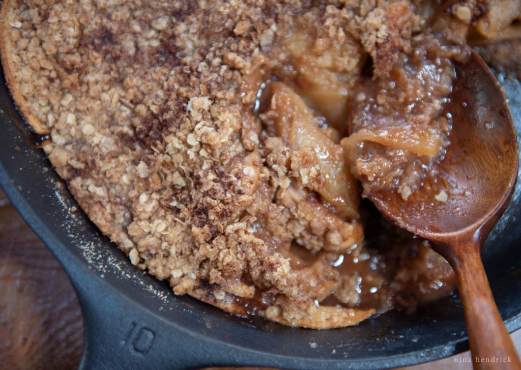 #10 lodge pan with apple crisp