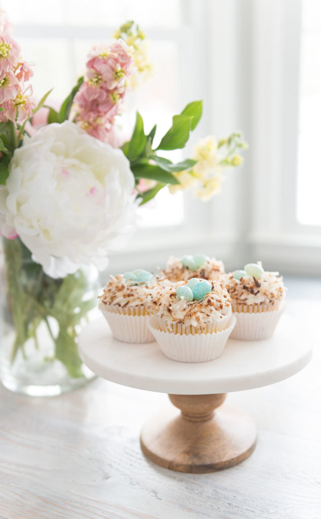 Spring cupcakes and flowers